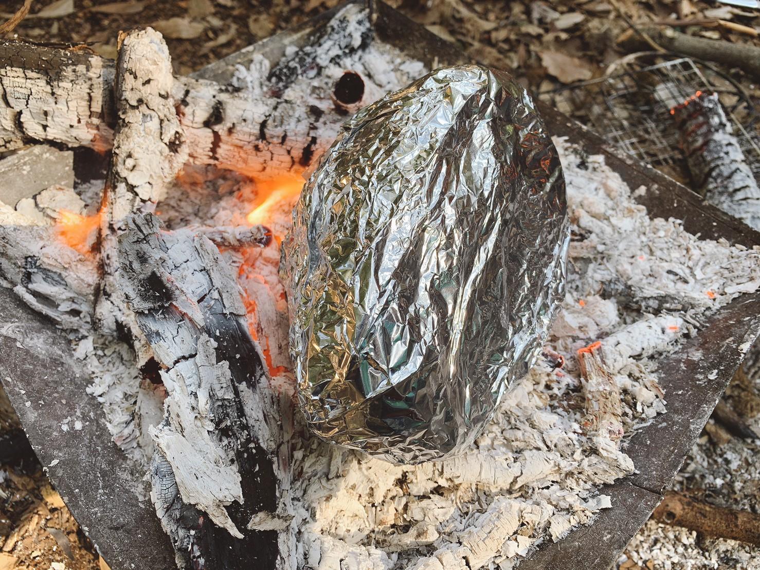 キャンプでアルミホイル料理に挑戦!目指せホイル焼き博士!【オリジナル簡単レシピも伝授します】